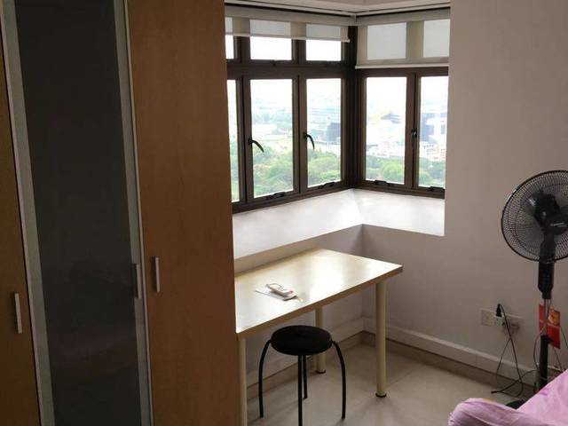 30 Seconds Walk To Commonwealth MRT, Masterbed Room w Toilet and Aircon. NO AGENT FEE. HIGH STORY