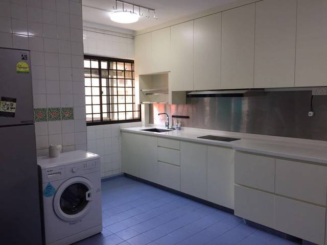 1 min walk from Hougang MRT & amenities -Blk 460 Hougang Quiet Room For Rent