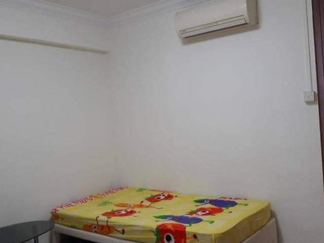 Room for rent at Woodlands
