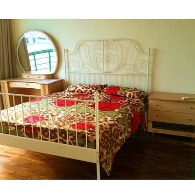 Spacious Bedroom w/Bathroom at Paya lebar MRT