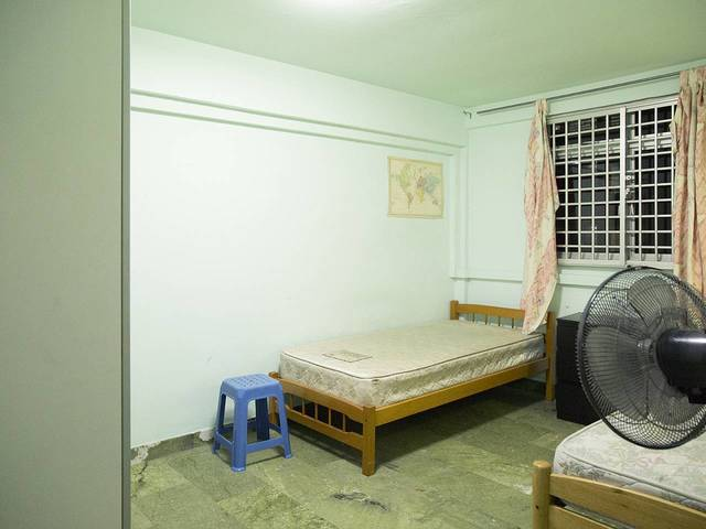 Fully Furnished 2 room HDB 2 bathroom & toilets with AC and WIFI