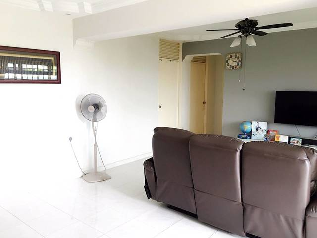 Looking from roommate to share @891B Woodland Drive 50