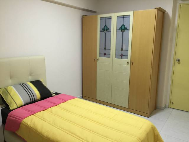 Clean and nice room at 196B Punggol Field - LRT, food court, MRT nearby