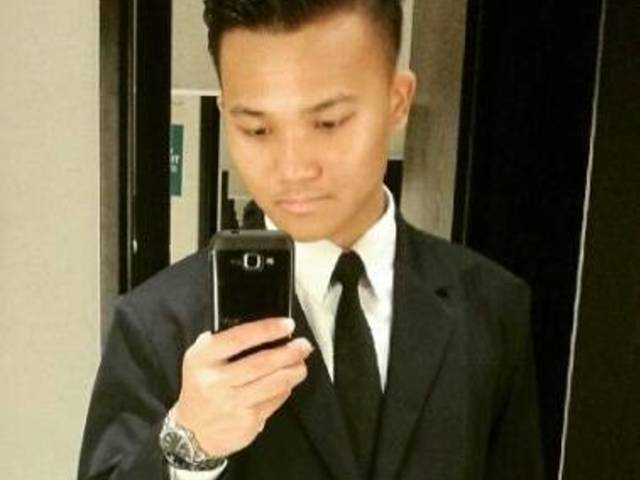 Kelvin is looking for a room in Singapore