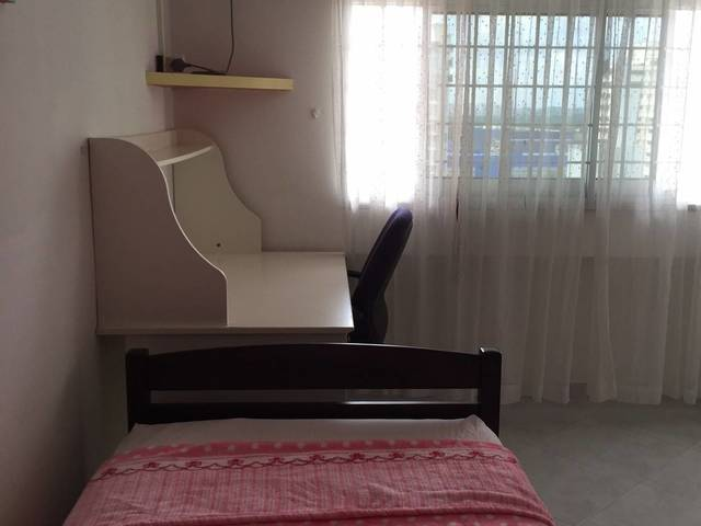 HDB Common Room For rent. Pasir Ris Blk 737. Public Bus service to Changi Airport