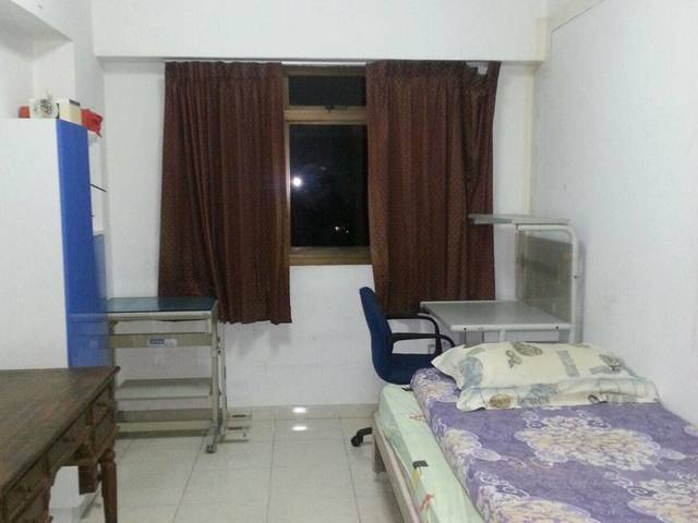 3 mins walk to train.  2 Rooms for Immediate Rent.