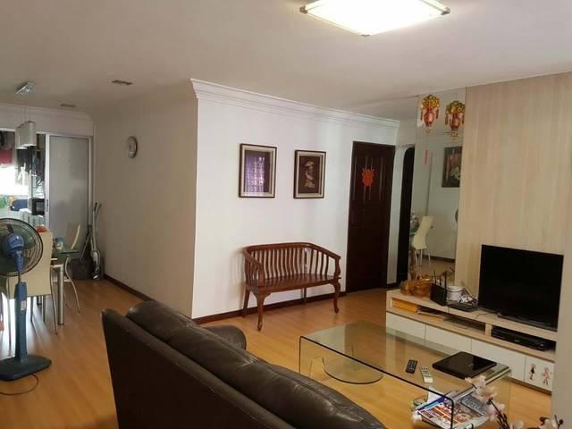 5mins walk serangon mrt. Full house rent. 3bedrooms.