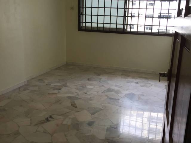 Roon for rent at jurong west