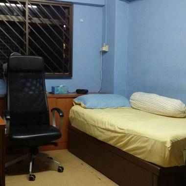 Single Room @ Queensway for Rent!