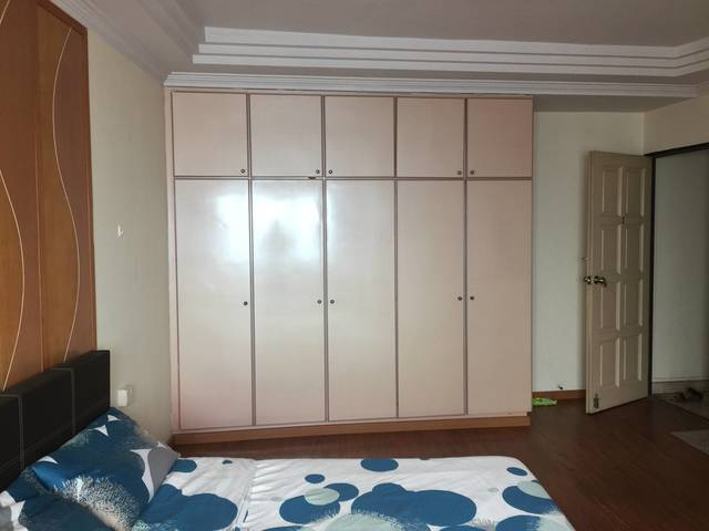 Convenient & Spacious master bedroom at Outram Park MRT