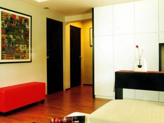 For Female Only, Clean, Modern, Room for Rent - Serangoon Ave 3 (next to NEX Mall, MRT & Bus)