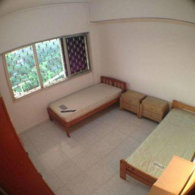 Queensway Shopping Centre Room for Rent