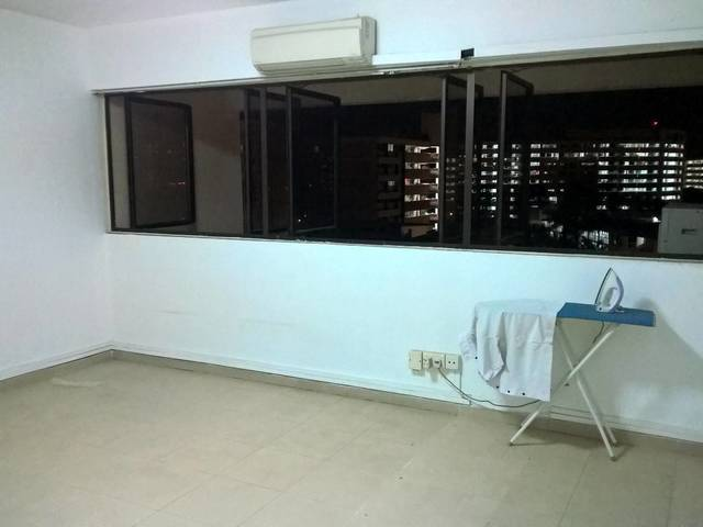 Executive Maisonette Masterbed Room for Rent in Yishun St 22.