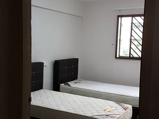 Nicely furnished unit - Renting out common room