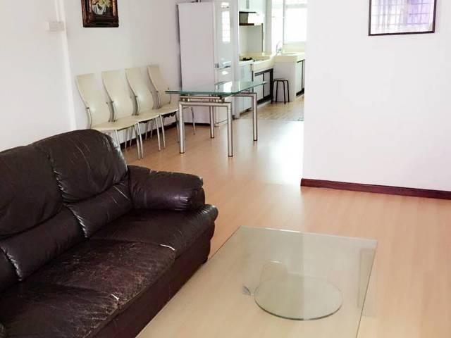 Serangoon Mrt masterroom for rent.