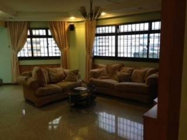 Near Jurong East MRT - 4+1 Blk 285B Toh Guan Road Whole Unit for Rent