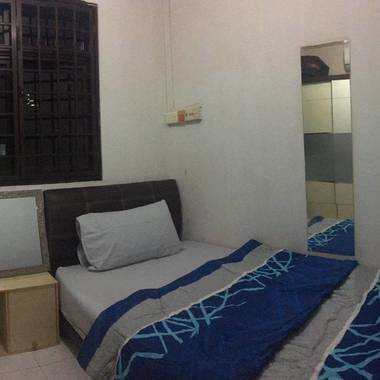 Single small aircon room@Telok Blangah For Immediate