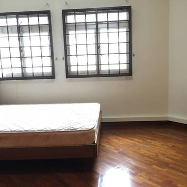 Extra large room with Aircon and Nice ambience