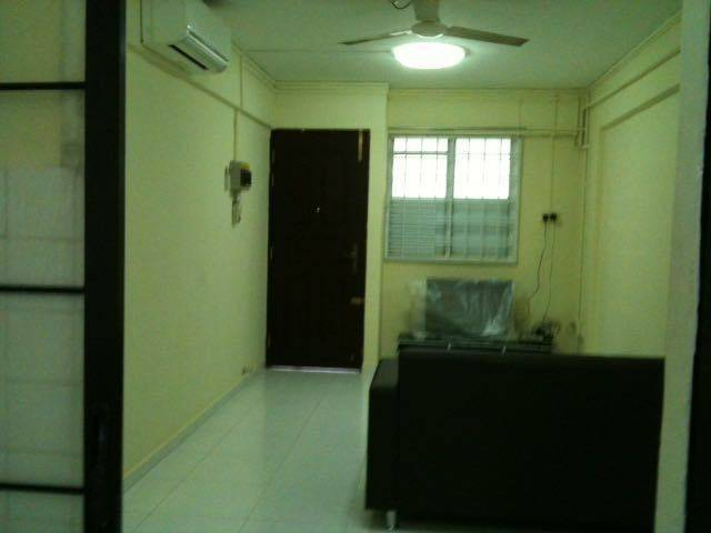 2+1 CLEMENTI BLOCK 330 FOR RENT