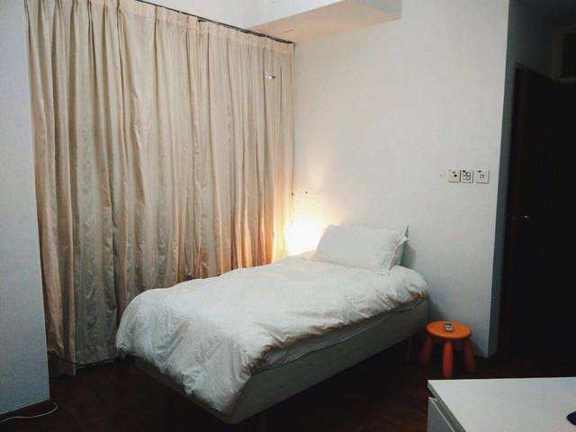 Spacious Bedroom in Orchard