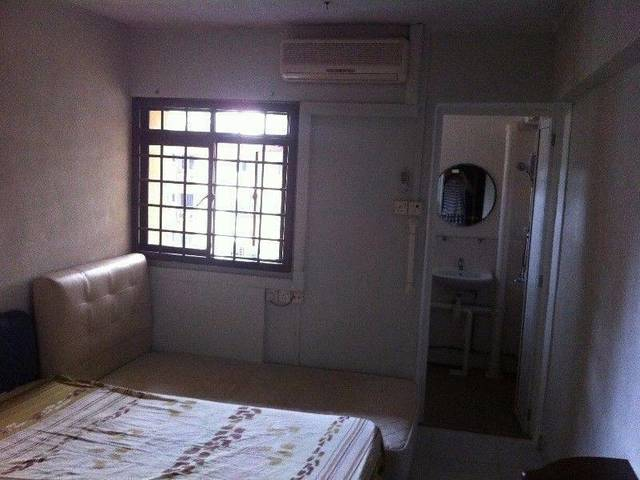 Master bedroom at AMK Ave 1 Blk 333 for rent - No agent fee, No Owner