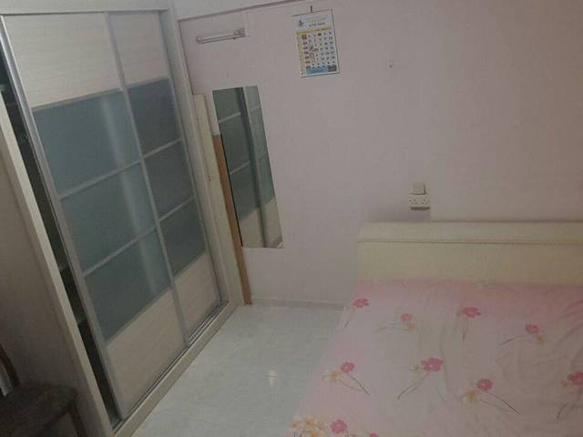 Spacious room near Pasir Ris MRT for rent