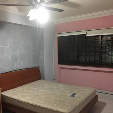 Common Room for Rent At WOODLANDS