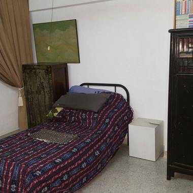 COMMON ROOM FOR RENT IN-BETWEEN  BUONA VISTA MRT & HOLLAND VILLAGE MRT