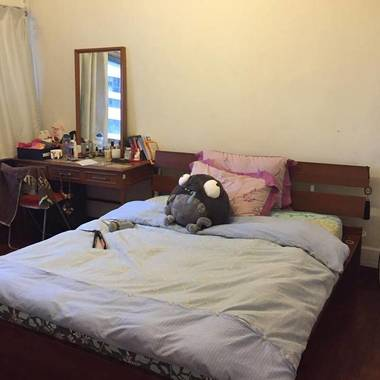 Spacious Double Bedroom 7 minutes from MRT
