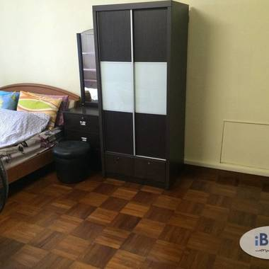 Spacious Master Bedroom With Bathroom For Rent In Jurong West Ave 1