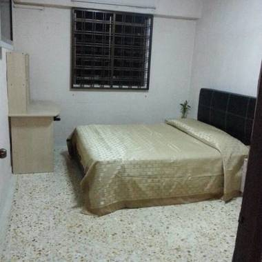 Minutes walk to MRT Air-Con Fully Furnished Common Room