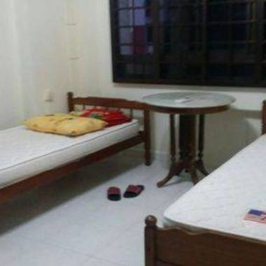 $325/Male/Share Room Aircon Wifi Full Furn Blk694 Near Mrt No Owner&Agent!!!