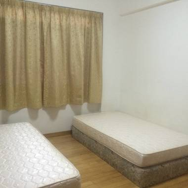 Room Sharing - Changi Green Condo - Nr. Expo MRT
