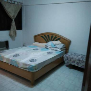 MRTChinese garden ,rent 3NG Jurong east ave 1