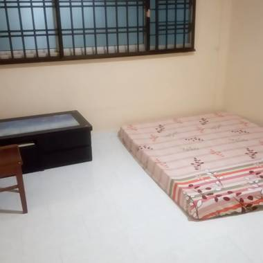 Common room available immediately/ No agent fee