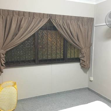 Coomon room for rent at Seng Kang with local couple