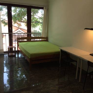 6th Avenue Private Apartment common room -comfortably walk to 6th Avenue MRT