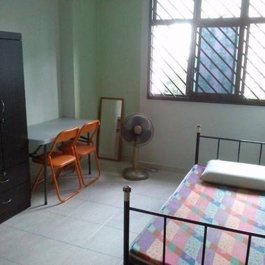 Cosy Common Room for share at Yew Yee walking distance to MRT