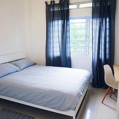 Bright and spacious bedroom. 1-2mins walk to Holland Village MRT. Fully furnished.
