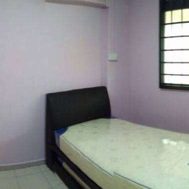 Common room for rent beside Khatib MRT