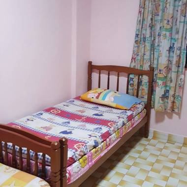 4-minutes walk from Eunos MRT - Common Room for Rent
