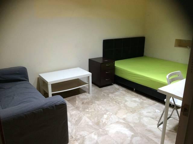 Deluxe Common Room in District 9-walk to Somerset MRT
