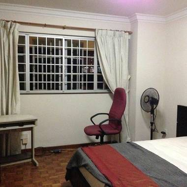 spacious common room /very quiet, Marymount MRT