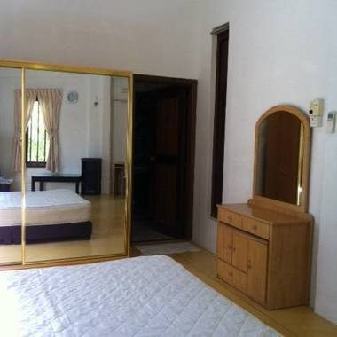Near Kovan, Master room for rent