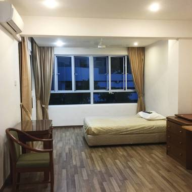Master bedroom @ Bedok Court For Rent