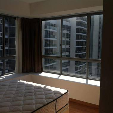 Quiet Penthouse Apartment in Robinson Quay