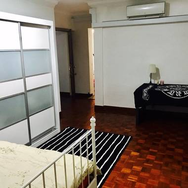 Large Master Room Near Simei MRT