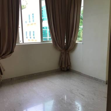 Room for rent in Siglap