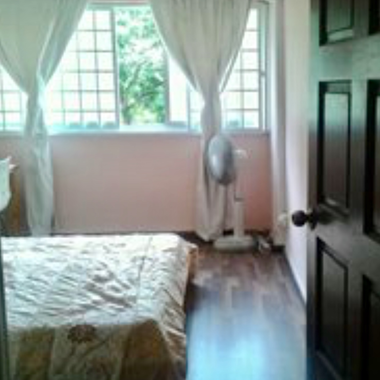 3 mins walk to mrt and amenities! Room w aircon and wifi