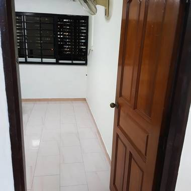 Spacious Common Room near Khatib MRT (Walkable distance 7mins) No Agent Fee